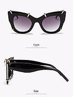 Модные солнцезащитные женские очки в оправе с золотыми лапками черные