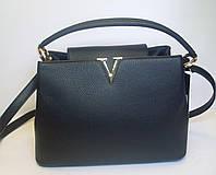 Модельная женская сумка с металлическим декором черного цвета