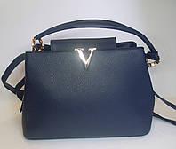 Модельная женская сумка с металлическим декором синева цвета