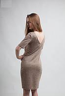 Трикотажное однотонное платье с коротким рукавом и вырезом на спинке