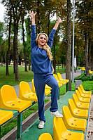 Стильный женский вязаный костюм, спортивного типа, синего цвета