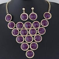 Шикарный комплект украшений колье и серьги с фиолетовыми камнями в миниатюрных стразах