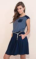 Молодежное летнее платье темно-синего цвета с клешеной юбкой. Модель Delfina Zaps, коллекция весна-лето 2017.