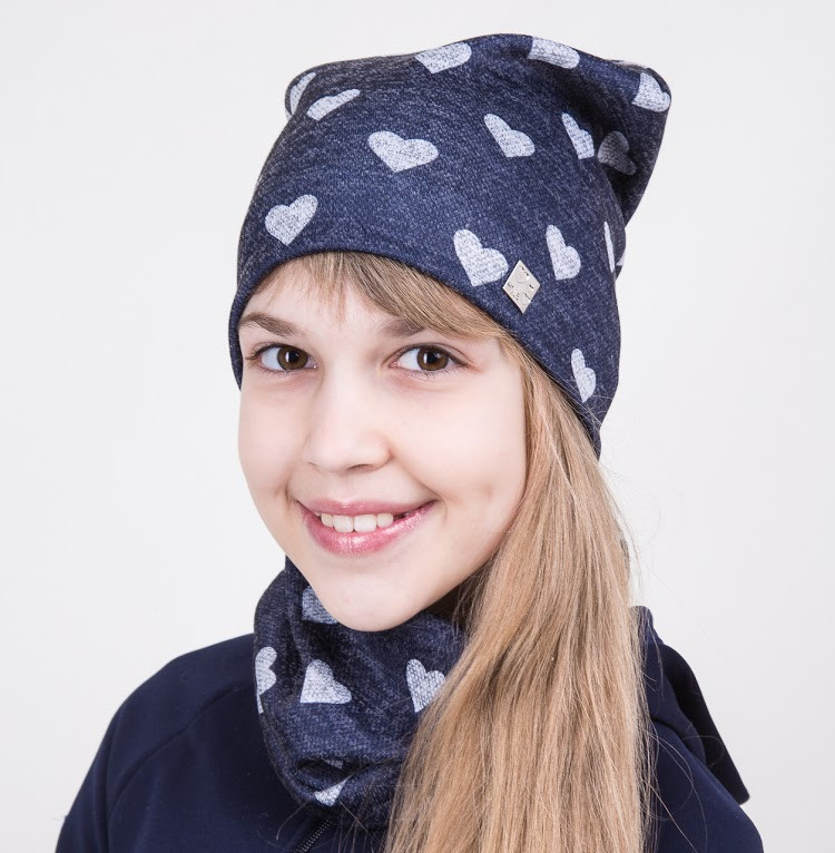Комплект в сердечки на весну из шапки и хомута для девочки - Артикул 2038