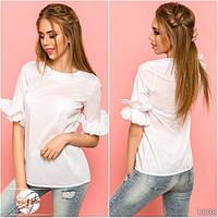 Стильная легкая блузка, декорированная рюшами на рукавах. Сзади потайная молния.