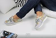 Женские кроссовки в оригинальном дизайне на липучке , украшенной камнями