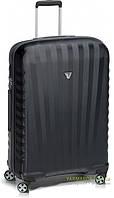 Дорожный чемодан на 4-х колесах из поликарбоната (средний L) Roncato Uno ZSL Premium 5166 черного цвета