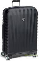 Дорожный чемодан на 4-х колесах из поликарбоната (большой) Roncato Uno ZSL Premium 5168 черного цвета