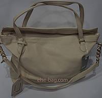 Кремовая женская сумка с ручкой -цепочкой