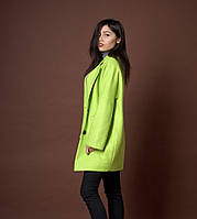 Женское молодежное пальто свободного покроя салатового цвета