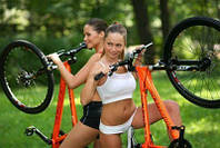 Три главных причины для покупки горных велосипедов это – отличная физическая подготовка, экономия топлива, путешествуя на велосипеде вместо автомобиля, а также отсутствие воздействия на окружающую среду, что делает велосипед экологичным, по сравнению с автомобилем.