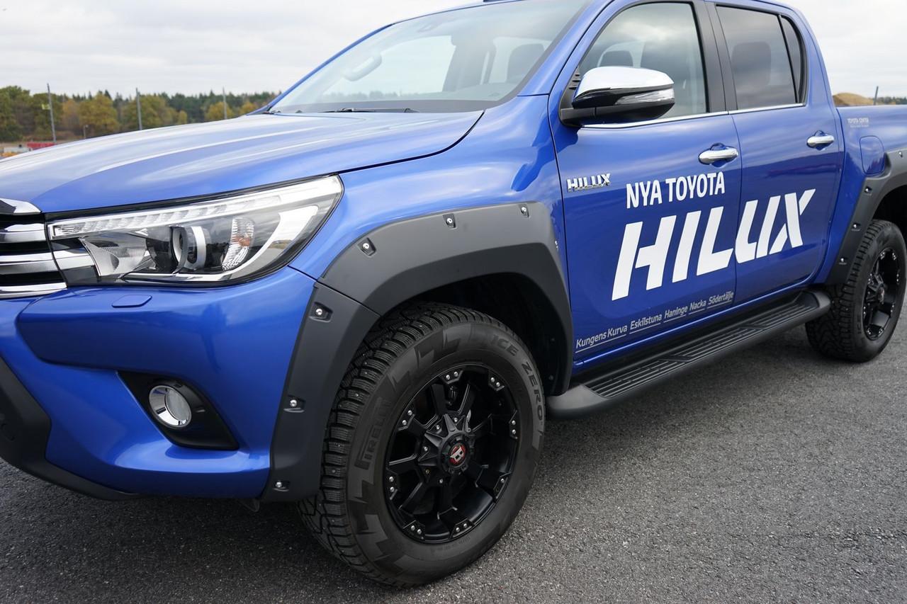 Расширители колесных арок  Pocket Style Toyota HiLux 2015+
