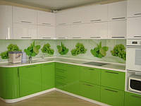 Угловая бело-зеленая кухня
