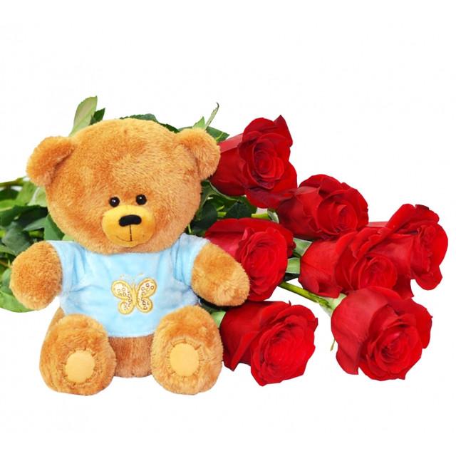 Плюшевый медведь и букет цветов - классика 8 марта.