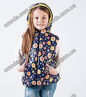 Детская стильная жилетка для девочки синего цвета с цветочками