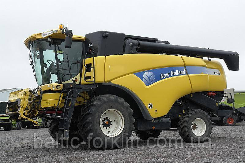 Продам комбайн New Holland CX880