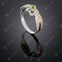 Серебряное кольцо с хризолитом и фианитами. Артикул П-371