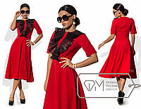 Платье миди А-покроя из костюмки с коротким рукавом и отделкой лифа крылышками из кожаного гипюра
