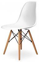 Дизайнерский стул M-05 белый цельнолитый пластик, деревянные буковые ножки Charles Eames DSW, в стиле лофт
