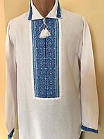 Біла вишита сорочка з голубим орнаментом