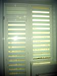 Делайт штапик (день ночь), закрытая система (кассетная) рулонных штор с плоскими направляющими. Ткань Сафари Светло-голубой ВН 04. Каталог тканей День ночь (Делайт)