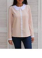 Женская блуза прямого силуэта с вставкой из ажура и округлым контрастным воротничком