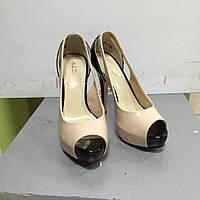 Женские летние кожаные туфли открытый носок кремового цвета Aldo