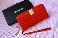 Стильный, яркий кошелек Chanel с фурнитурой