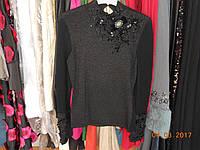 Нарядный свитер с украшениями на горловине и рукаве, фото 1