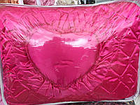 Простроченое покрывало с декоративными подушками