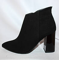 Черные замшевые женские весенние полусапожки на каблуке