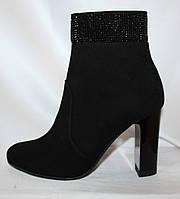 Элегантные замшевые черные женские весенние полусапожки на каблуке