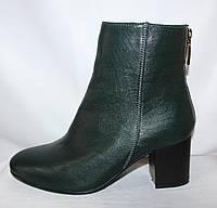 Зеленые женские весенние полусапожки на удобном каблуке из натуральной кожи
