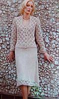 Вязаный крючком женский костюм в стиле Шанель .