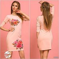 Весеннее платье розового цвета с принтом розы. Модель 13090.