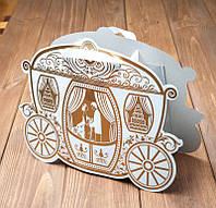 Сумочка для свадебного каравая в виде кареты
