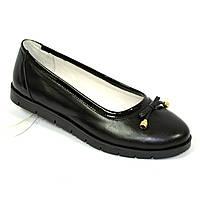 Женские кожаные черные туфли-балетки, декорированы бантиком