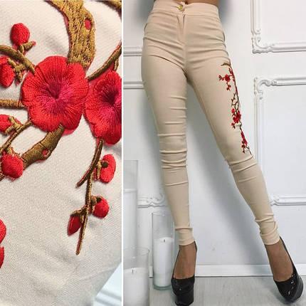 """Узкие женские джинсовые брюки """"Сакура"""" с вышивкой и завышенной талией, фото 2"""