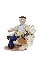 Кукла фарфоровая Дедушка в кресле с собакой 32*32*33см