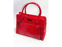 Модная лаковая сумка ярко-красного цвета