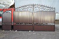 Распашные ворота и калитка с коваными элементами