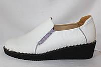 Белые весенние женские кожаные туфли-полуботинки