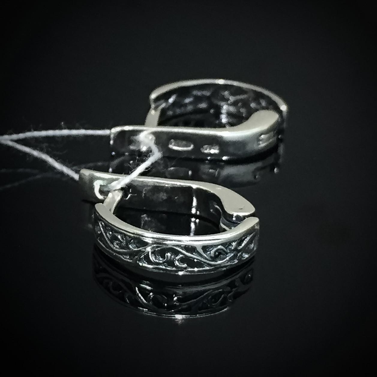 Серебряные серьги с орнаментом