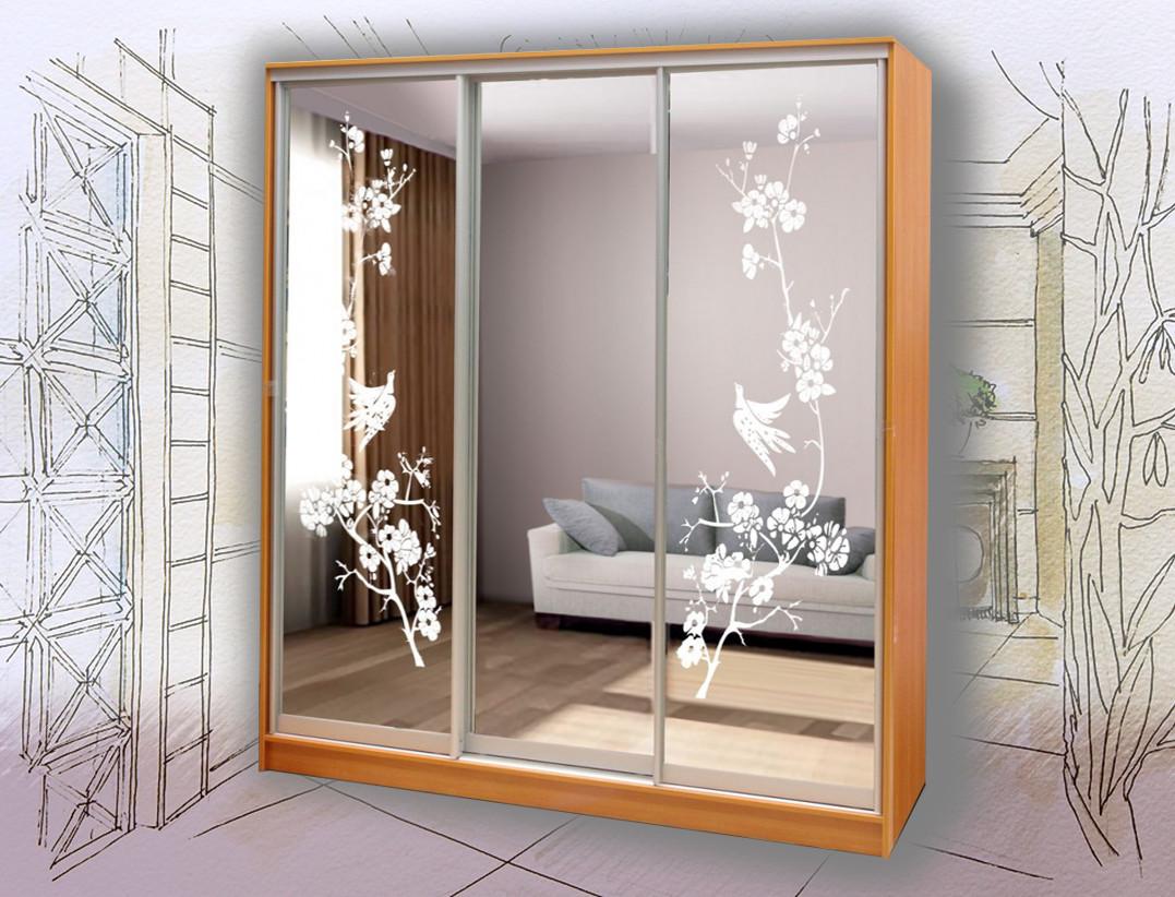 Шкаф-купе 3-х дверный с зеркалами рисунок пескоструй