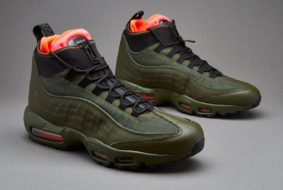 acb969a8 Air Max 95 SneakerBoot. Футуристический стиль из девяностых,  переосмысленный для непогоды. Теплый интерьер из неопрена на молнии,  теплоотражающая стелька ...
