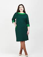 Модное платье декорировано пришивными пуговицами