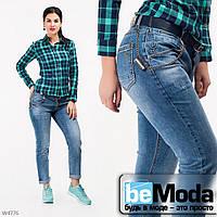 Молодежные женские джинсы бойфренды необычного кроя с ремнем в комплекте голубые