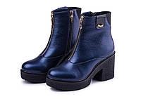 Ботинки женские из натуральной кожи на каблуке синего цвета