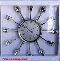 Настенные часы для кухни с ложками и вилками.