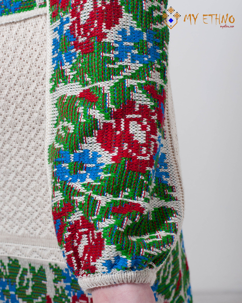 Вязаное платье Маки и васильки с кокеткой